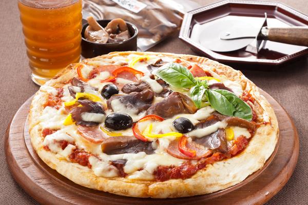 あわび茸山椒煮のピザ